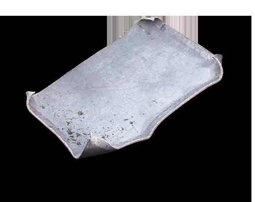 stalen plaat uit mangat na ballistische test explosiewering